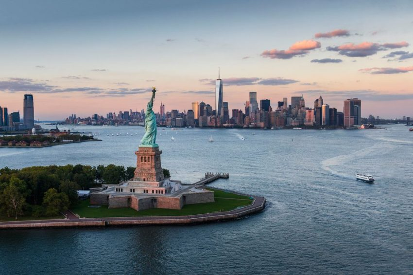 مدن عالمية التي تدفع للأفراد الذين ينتقلون إليها مبالغ طائلة